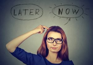 Later or Now girl - How To Beat Procrastination: In 4 Easy Steps